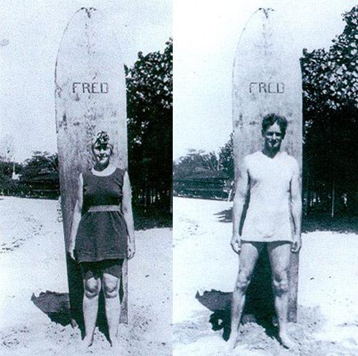 Agatha, Archie & Fred. Fred was their surfboard in Honolulu, Hawaii. Together with Prince Edward they were the earliest European to surf standing still.